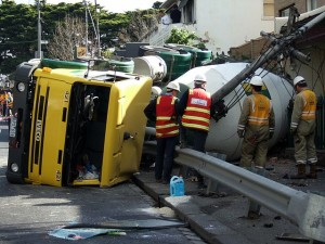 Truck crash image 640px-Cement_truck_crash